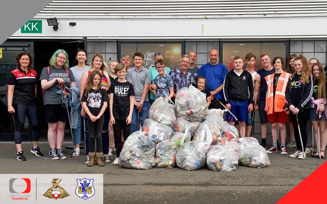 NCS participants take part in Keepmoat community clean up